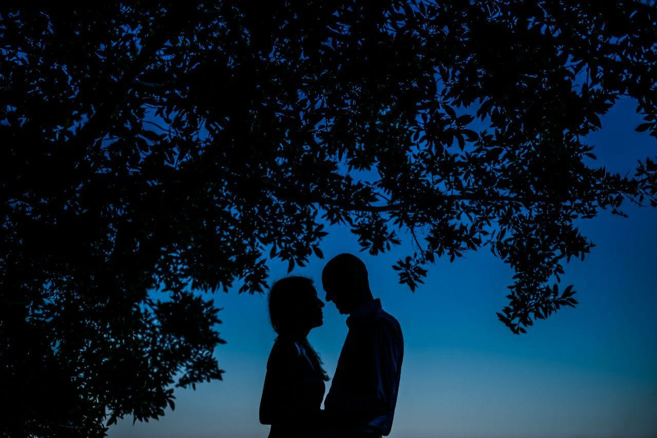 couple silhouette at their wedding